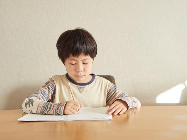 一般的な小学生のお小遣いは500円未満