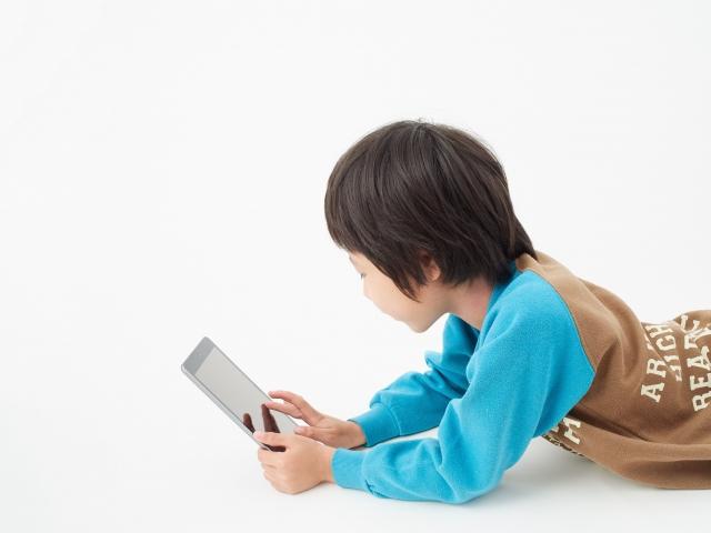 インターネットとゲームがもたらす小学生トラブルへの影響