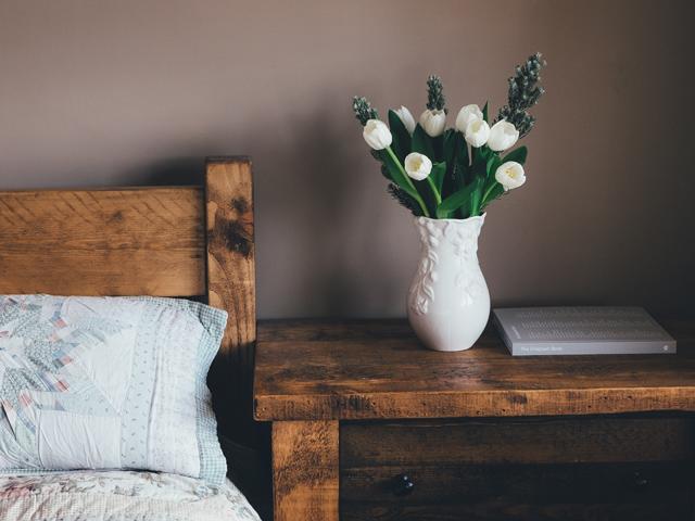 金運資産貯蓄風水金持ち寝室ベッドルーム家具カーテン