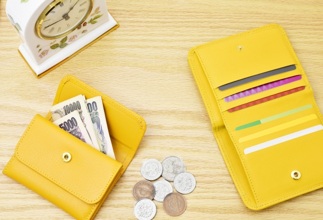 金運資産貯蓄風水金持ち貯金黄色い財布