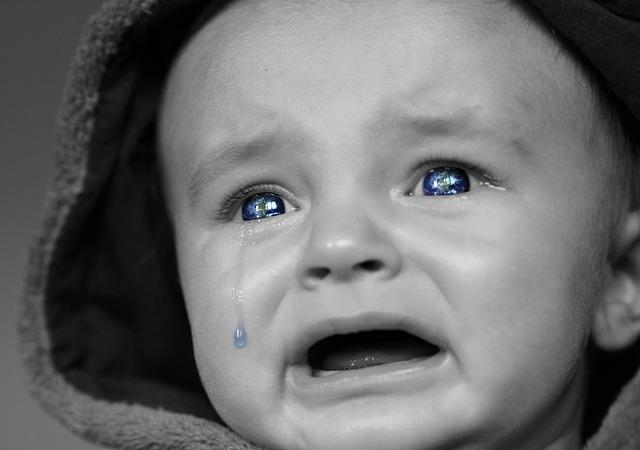 【感動】バス車内で泣きやまない赤ちゃん。運転手の心温まるアナウンスが話題に