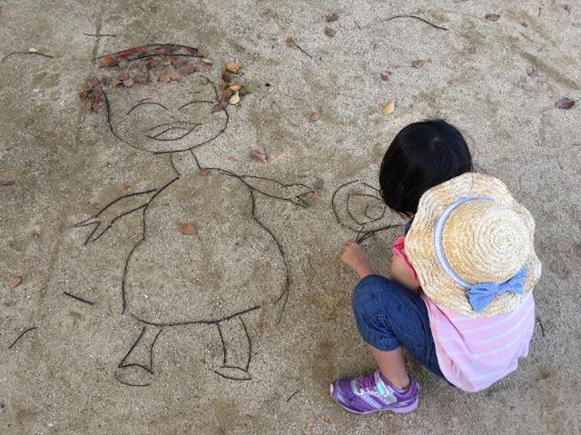 落ち葉アート秋の公園