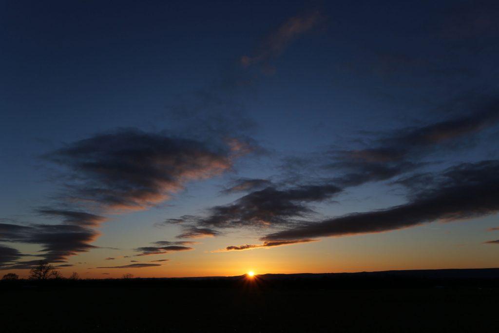 夜明け前が一番暗い