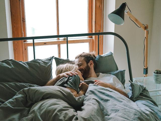 夫旦那出世風水ベッドルーム寝室寝る向き夫婦