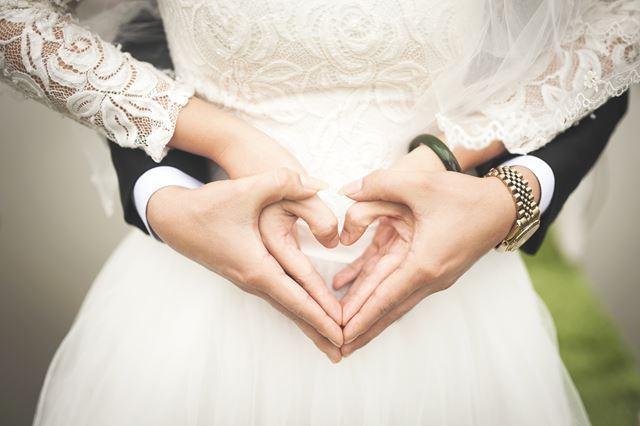 風水運気アップ願い事成就枕の位置南西結婚運