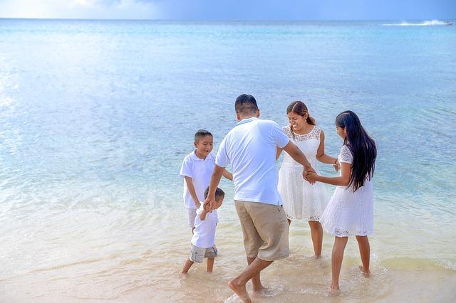 行きたい場所は沖縄やハワイが人気!旅行は年1度の贅沢?