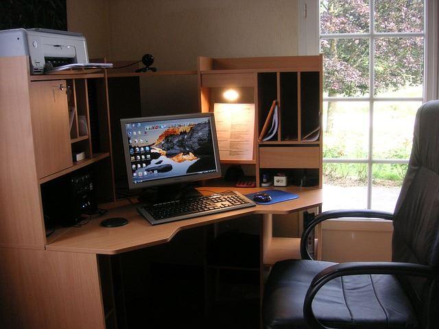 風水仕事運アップ部屋机椅子方位方角良質のもの