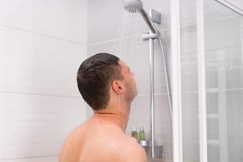 自慰行為シャワー入浴中