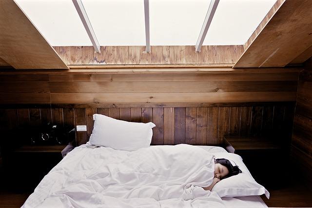 風水運気アップ願い事成就良質睡眠枕の位置