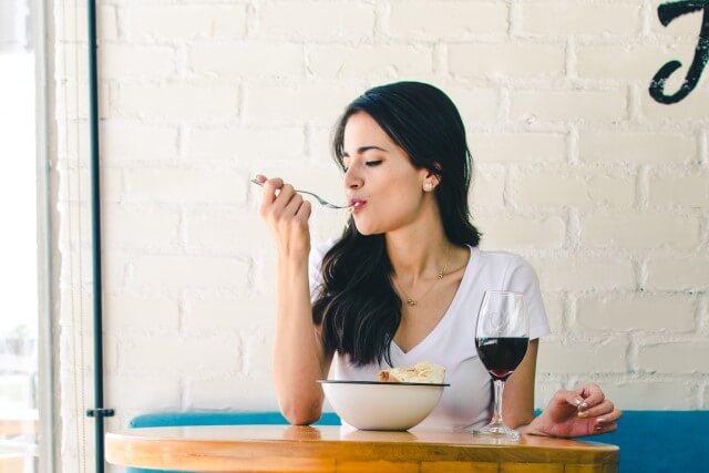 運気アップ唇リップ人相学食べ物をよく噛む