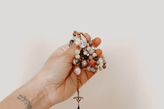 復活愛を望むなら十字架モチーフのアクセサリーがおすすめ