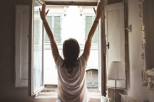 朝日を浴びる開運運気を上げる