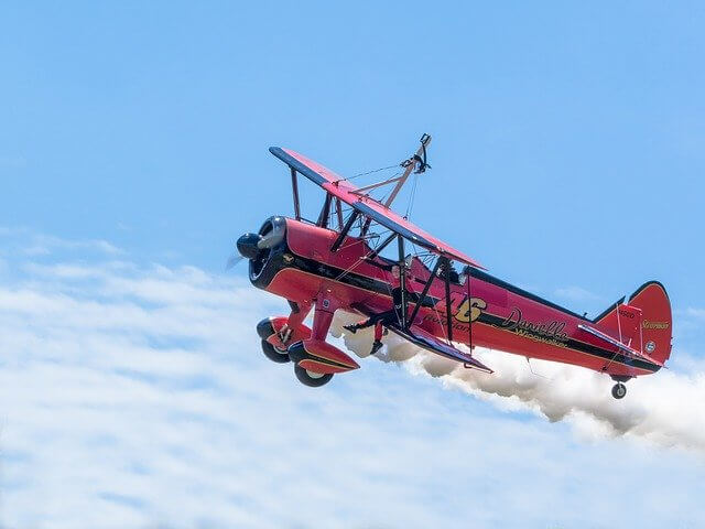 """>射手座いて座開運待ち受け画面スマホ"""" width=""""640″ height=""""480″ class=""""aligncenter size-full wp-image-18133″ /></p> <p>アグレッシブで一つの場所にとどまっていることが苦手な射手座は、乗り物の画像を設定すれば、さらに活動的になれるでしょう。とくに空高く舞い上がる飛行機の写真がおすすめです。射手座のラッキーカラーは情熱的なレッドです。</p> <h2 id="""